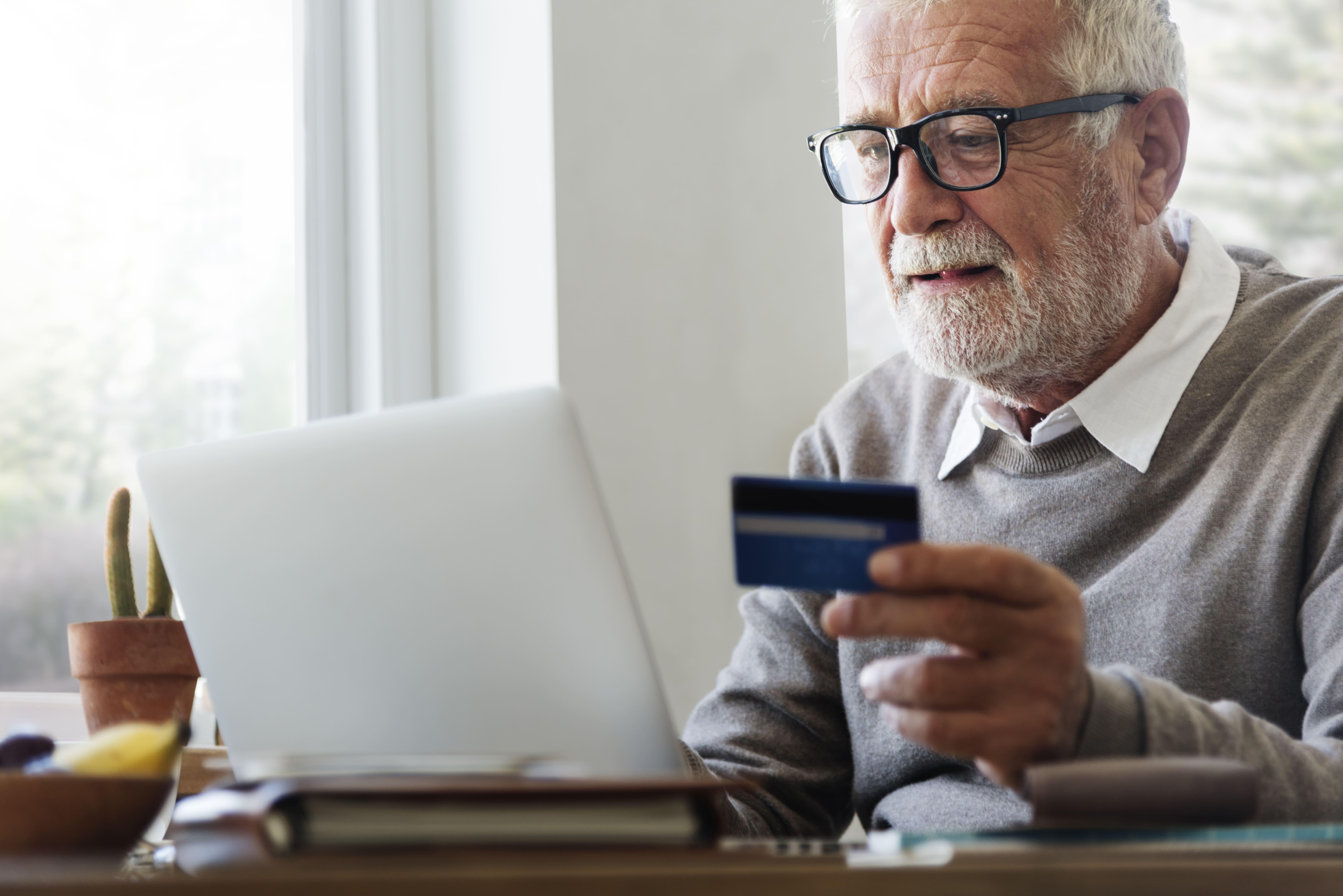 5 Taxas que o banco pode cobrar pelo uso do cartão de crédito